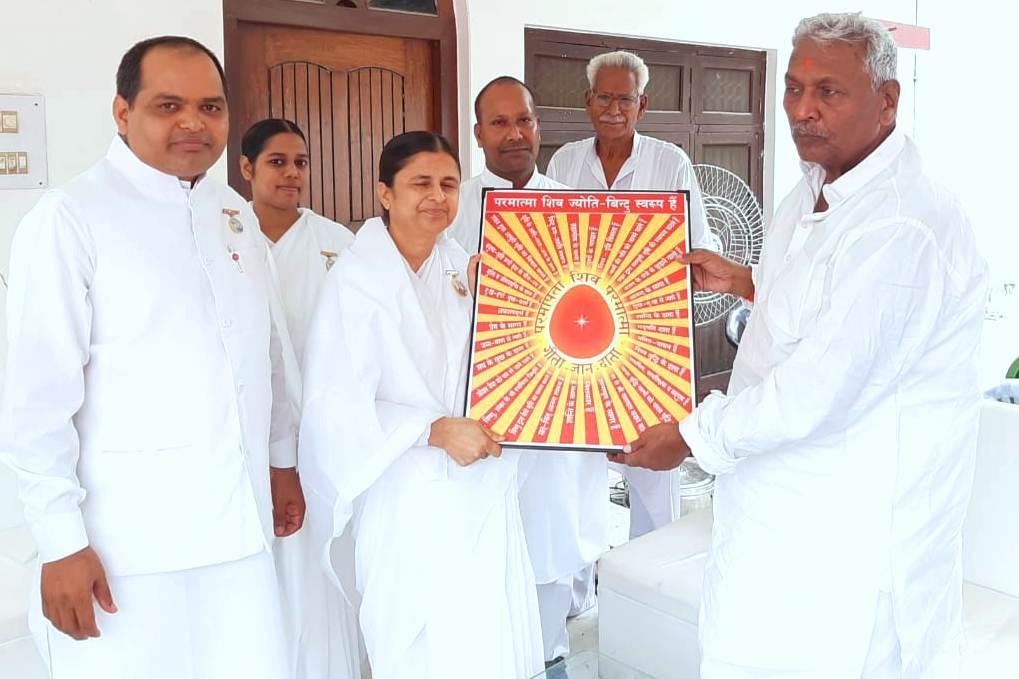 Mau - Meeting with Hon'ble Fagu Chauhan Ji, Governor of Bihar